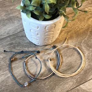 Set of puravida bracelets